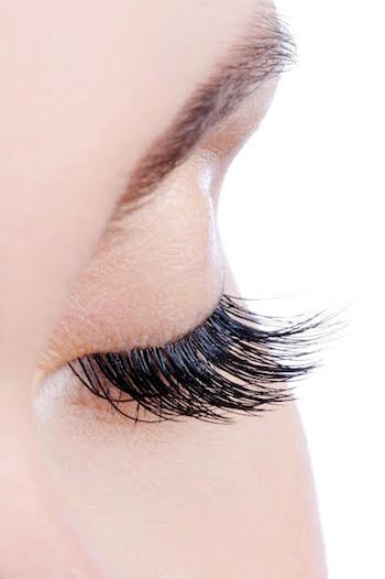 How to Encourage Eyelash Growth